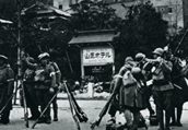 2.26 Incident on 1936. The Sanno Hotel at Akasaka occupied by insurgent troops. From (Zusetsu Kokumin no Rekishi. Kindai Nihon no 100nen Vol.17)